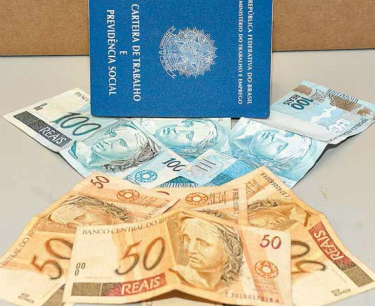 Saques de contas inativas do FGTS injetam R$ 7,2 bi no varejo, diz CNC