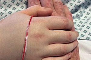 Pai de luto posta foto de sua filha morta e implora pelo fim do bullying