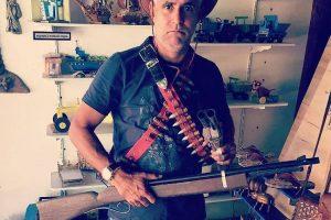 Pastor Cláudio Duarte posta foto com arma de fogo e gera Polêmica
