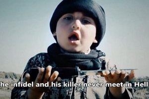 Estado Islâmico choca em vídeo onde criança de 6 anos auxilia em dupla decapitação – VEJA VÍDEO
