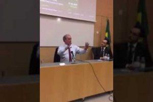 VEJA VÍDEO: Ciro Gomes questiona em palestra o porque da mídia não querer saber quem é o banqueiro citado por Palocci