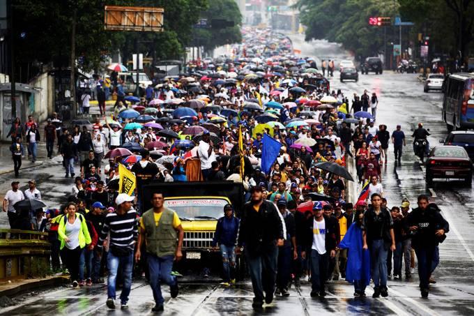 Protesto na Venezuela deixa saldo de sete mortos e mais 300 detidos