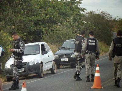 Polícia tenta barrar entrada de detentos que fugiram no RN na Paraíba