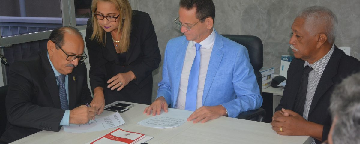 Professor Gabriel toma posse na Câmara Municipal de João Pessoa