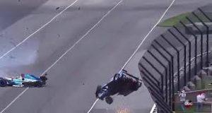download 4 1 300x160 - Em acidente assustador, piloto decola nas 500 Milhas de Indianápolis; veja vídeo