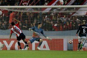 Botafogo perde no adeus de Verón, mas gol contra garante 1º
