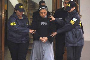 """Inferno na """"casinha de Deus"""": dois padres estupravam crianças surdas ajudados por uma freira"""