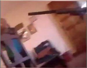 live tiro 300x234 - Garoto dispara um tiro acidental contra colega durante live no Facebook