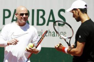 Sem puxar pressão para si Djokovic aponta Rafael Nadal como favorito em Roland Garros