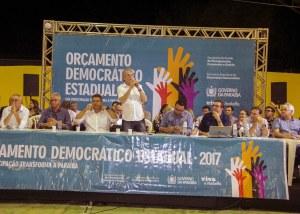 Governador entrega laboratórios de informática e e ônibus em Cuité