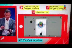 VEJA VÍDEO: Comentarista esportivo cai em pegadinha ao vivo e cena repercute