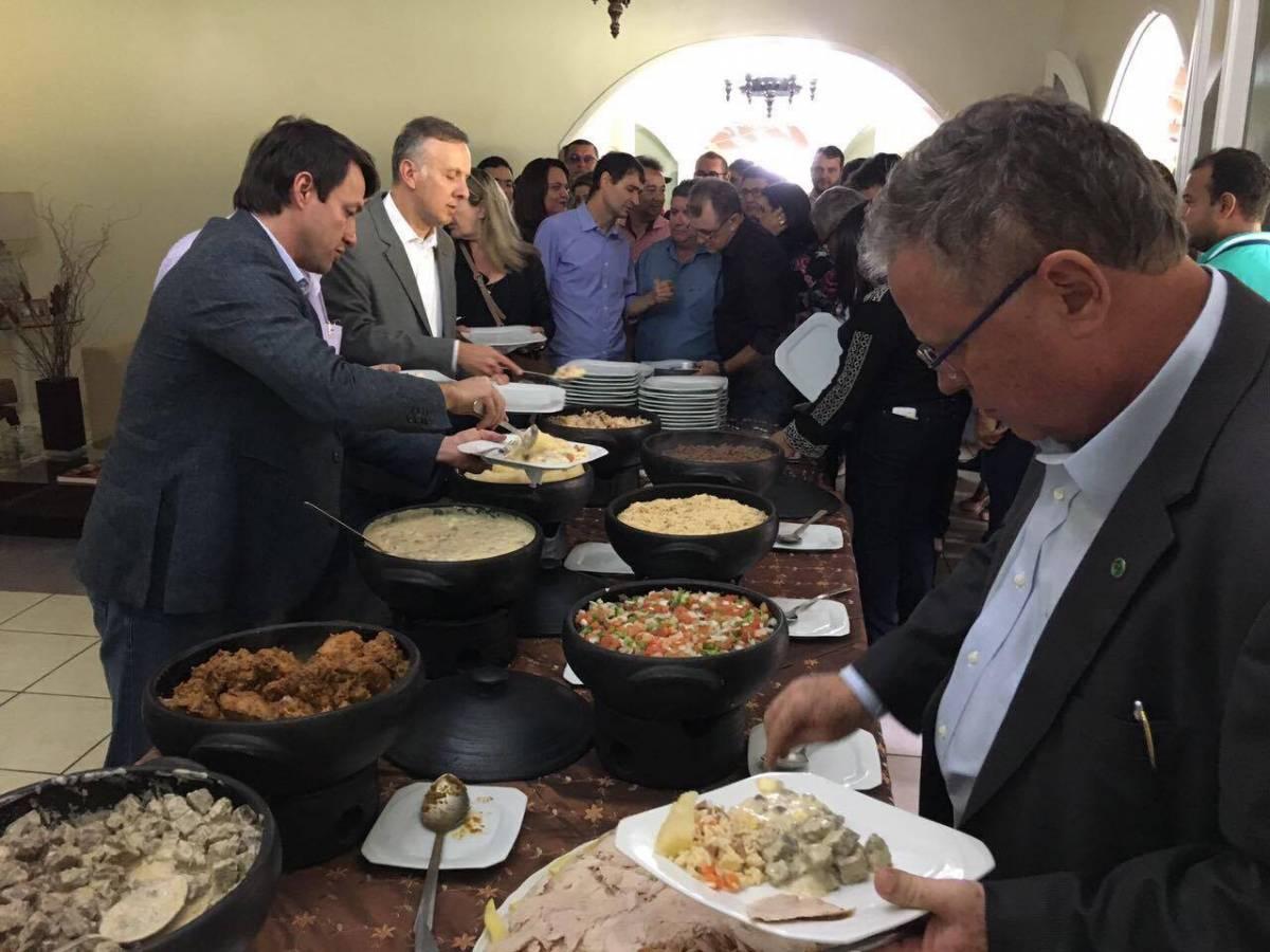 19551830 1485976158125212 1932011363 o - Ministro da agricultura está no estado e é recebido por políticos paraibanos