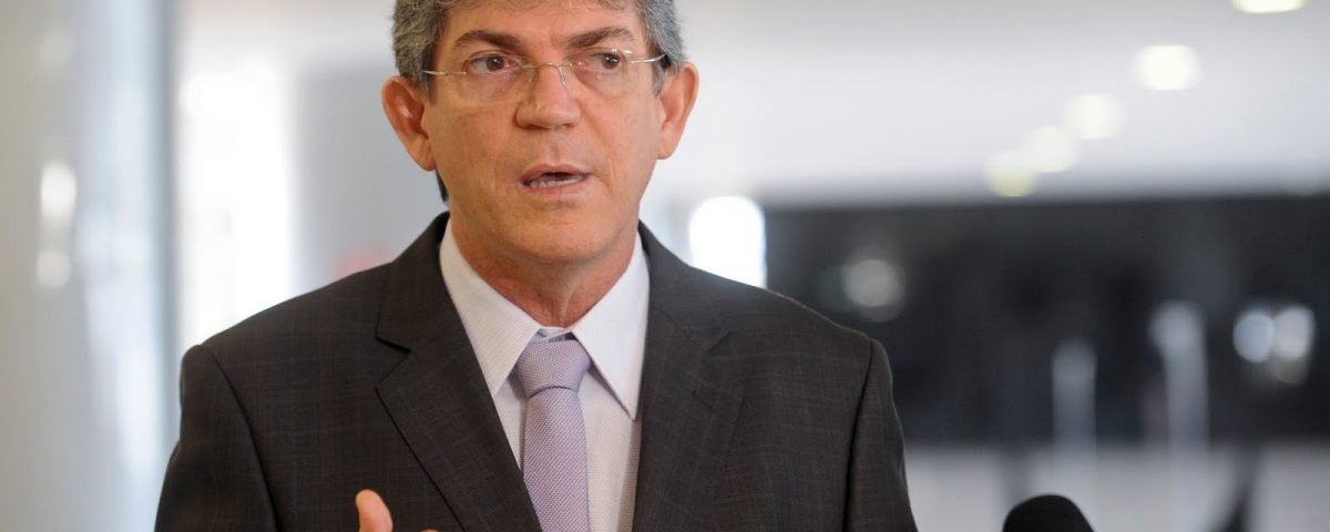 Ricardo Coutinho sanciona lei assegurando uso de nome social por travestis e transexuais