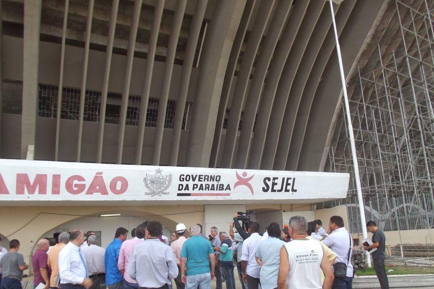 Radialista baiano tenta se enforcar no Estádio Amigão