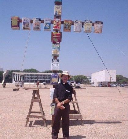 Resultado de imagem para padre djacy brasileiro cruz de lata