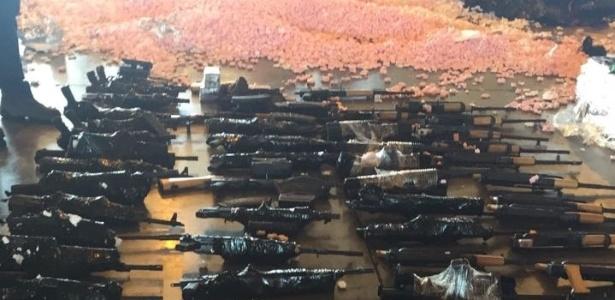 Polícia apreende 60 fuzis no aeroporto do Galeão
