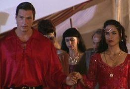 """Ator que fez cigano Igor se compara a Travolta e diz: """"Sofro há 20 anos"""""""