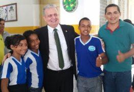 Deputado João Bosco Carneiro participa da entrega de kits escolares em Alagoa Grande