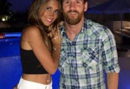 Lionel Messi posa com a mulher em Ibiza e 'mão boba' dá o que falar