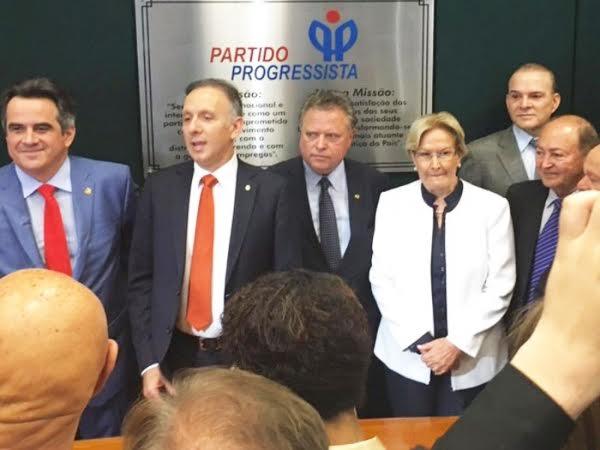 ministro.. - Líder Aguinaldo Ribeiro recepciona ministro da Agricultura, Blairo Maggi, em Campina Grande