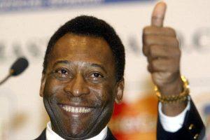 pele 1 300x200 - Pelé supera problemas de saúde e volta à cena por patrocínio e política