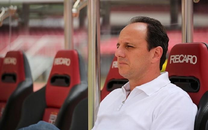 Torcida rejeita nova contratação de Rogério Ceni