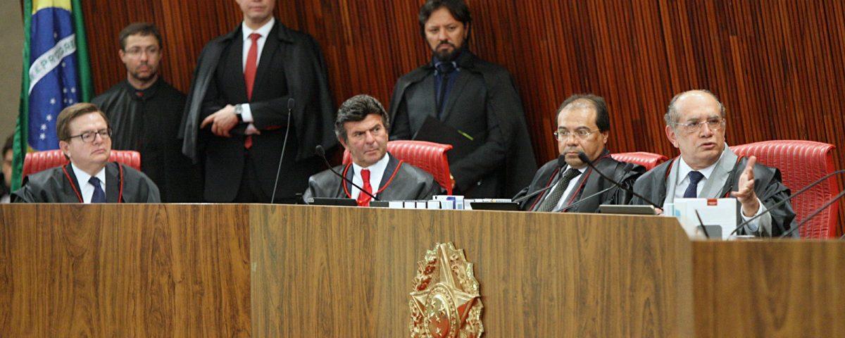 """Veredicto do TSE deve sair hoje com """"salvação"""" da chapa Dilma-Temer"""