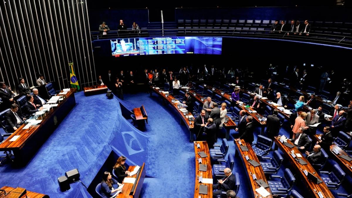 Reforma Trabalhista é aprovada no senado após confusão entre senadores paraibanos.