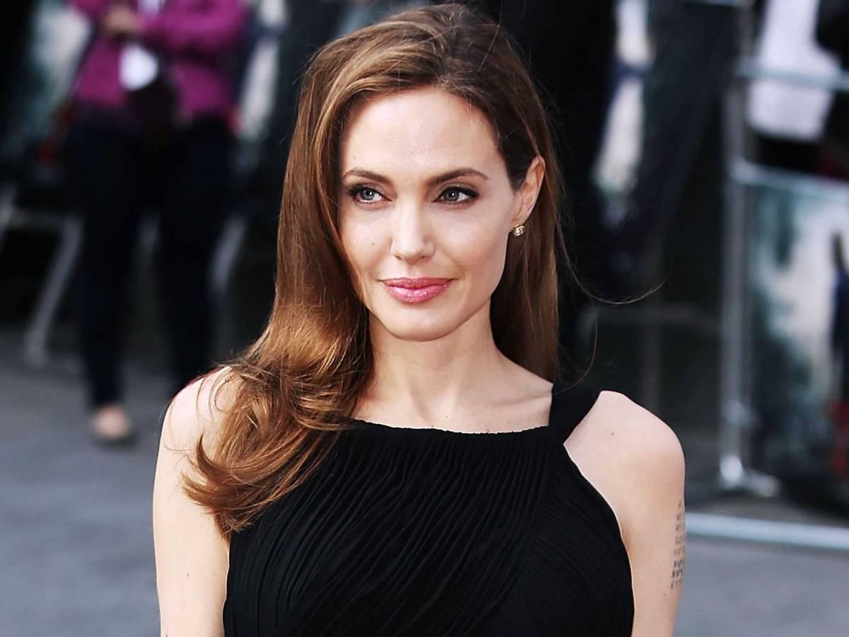 Mulher faz 50 cirurgias para ficar parecida com Angelina ...