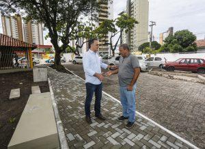 cartaxopraça 300x218 - Prefeito Luciano Cartaxo anuncia entrega de praça no Miramar