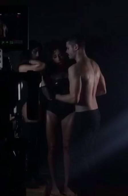 cleo 4 - Após declaração polêmica, Cleo Pires simula sexo a três em gravação de clipe