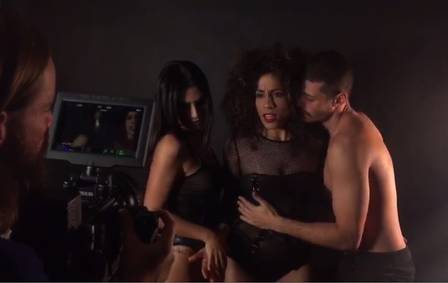 clipe cleo pires - Após declaração polêmica, Cleo Pires simula sexo a três em gravação de clipe