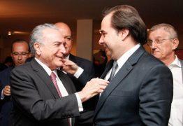 Buscando aproximação, Temer vai jantar com Maia em Brasília