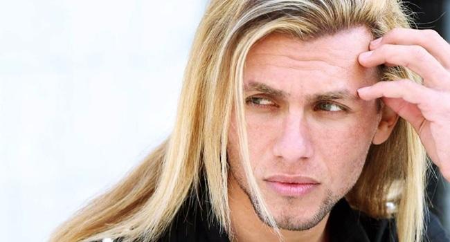 modelo - 'Brad Pitt iraquiano' é assassinado devido às roupas coloridas e justas que usava
