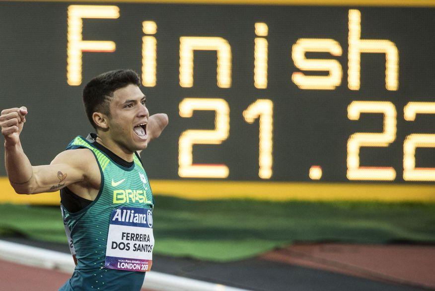 paraibano - Velocista paraibano Petrúcio Ferreira é ouro e quebra recorde dos 200m no Mundial de Atletismo
