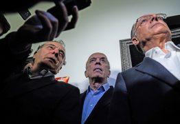 Líderes do PSDB adiam decisão sobre desembarque do governo Temer