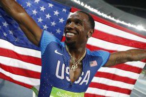 unnamed file 300x200 - Atleta americano é flagrado no antidoping após beijar namorada