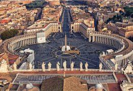 Polícia invade orgia regada a drogas com padres no Vaticano