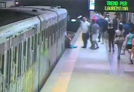 VEJA VÍDEO: Mulher é arrastada ao ter bolsa presa em porta de metrô