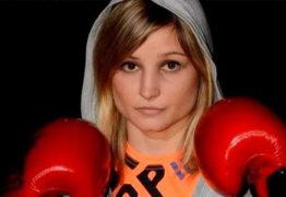 Campeã mundial de boxe morre após infarto