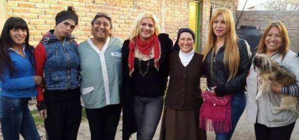 FREIRA - Freira argentina que ajuda mulheres transgênero tem aprovação do Papa