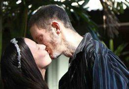 Casal com 6 filhos celebra união dias antes de homem morrer de câncer, na Austrália