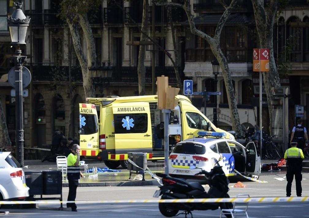 VEJA VÍDEO: Pessoas gravam momento do atropelamento em Barcelona e o pós-ataque