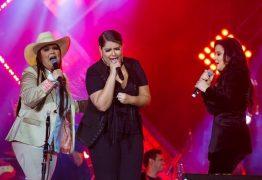 Divas do feminejo, Marília Mendonça vai às lágrimas e Maiara & Maraisa fazem festa com direito a selinho em Barretos – VEJA O SHOW AQUI