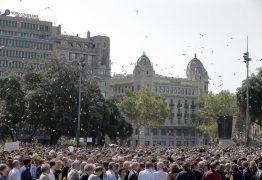 Barcelona faz homenagem às vítimas do atentado terrorista