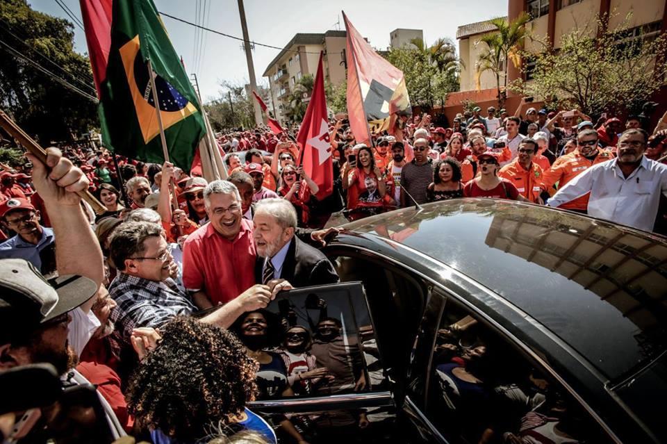 21728301 975445335946945 1304549006402495 n - VEJA VÍDEO: Chegada de Lula em Curitiba para segundo encontro com Moro