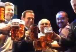 Dória brinda com guaraná ao abrir a Oktoberfest em SP