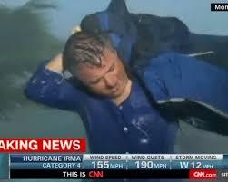 download 5 - VEJA VÍDEO: Repórter quase é levado por furacão Irma e pede socorro ao vivo