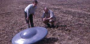 os discos voadores faziam barulho 1505220129109 615x300 300x146 - Caso dos discos voadores encontrados na Inglaterra completam 50 anos