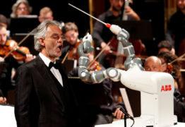 Robô maestro rege orquestra na Itália com Andrea Bocelli – VEJA VÍDEO